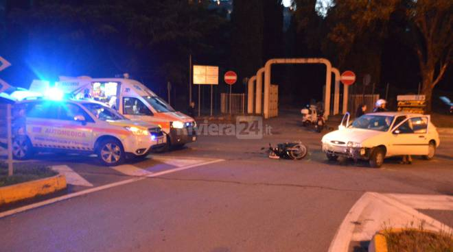 118 soccorsi incidente frontale auto scooter croce verde
