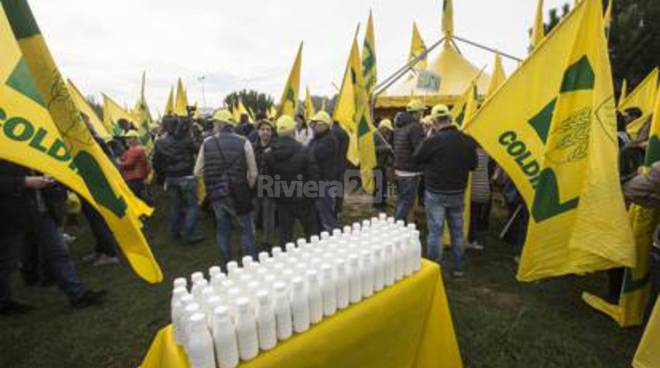 Coldiretti, protesta del latte