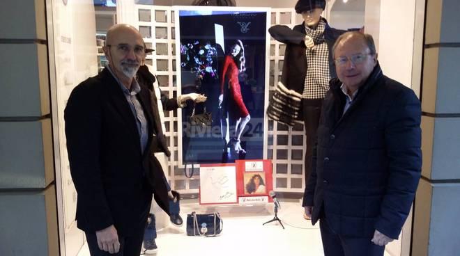 Installati nei negozi di Sanremo i 15 calchi degli artisti sanremo on