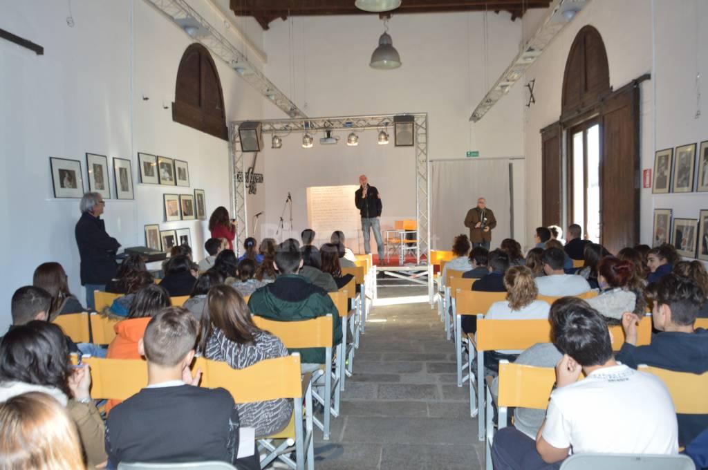 Sanremo, Massimo Cotto incontra gli studenti