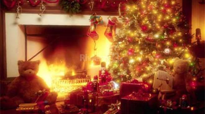 Auguri Di Buon Natale E Felice Anno Nuovo Canzone.Buon Natale E Felice Anno Nuovo Gli Auguri Dell Amministrazione