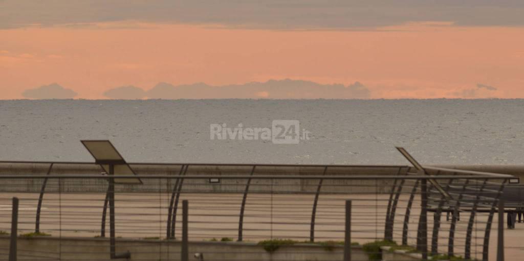 la Corsica vista da Sanremo