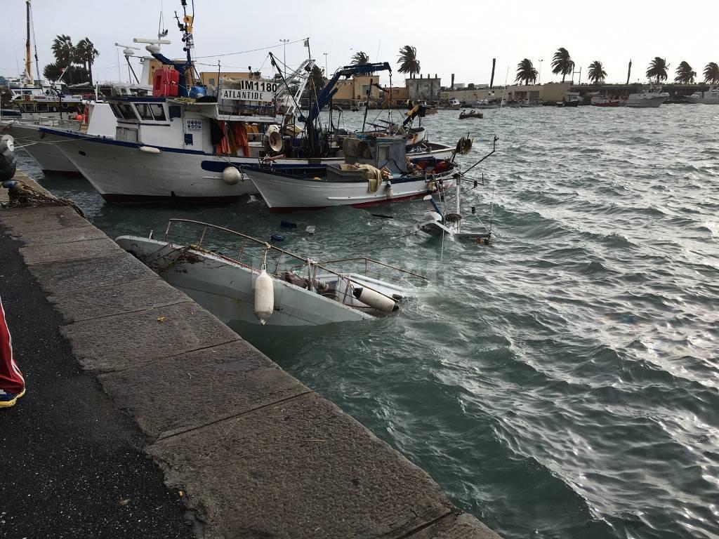 Affonda un peschereccio nel porto di imperia oneglia si for Oneglia imperia