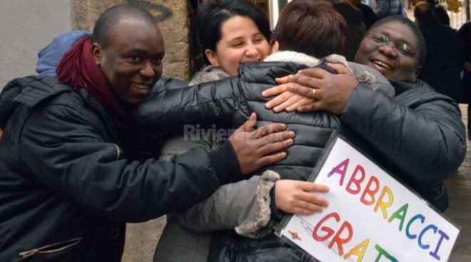 "Sanremo, l'iniziativa ""abbracci gratis"""