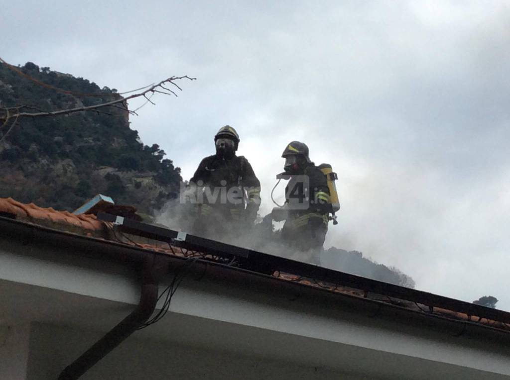 Vallecrosia, guasto canna fumaria in una Villa di via Roma