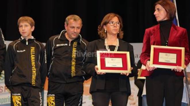 Dopo i brillanti successi delle diverse squadre della Pallamano Ventimiglia, arrivano i giusti riconoscimenti dal CONI