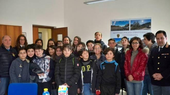 Gli alunni delle Biancheri in visita alla Polizia di Frontiera