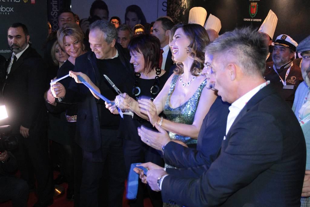 Taglio del nastro a Casa Sanremo con la conduttrice Veronica Maya