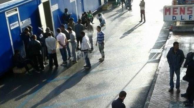 Ventimiglia centro accoglienza migranti piazza cesare battisti