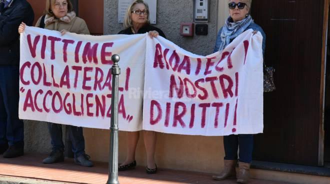 riviera 24 - manifestazione residenti piazza cesare battisti ventimiglia