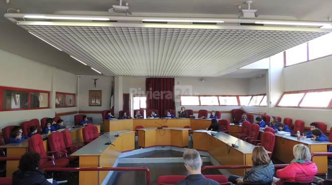 Riviera24 - Consiglio Comunale dei Ragazzi, piccoli amministratori in comune a Taggia