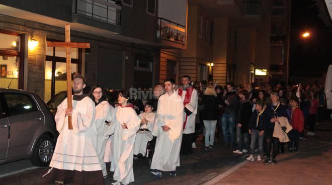 Tanta gente per la rappresentazione della Via crucis a San Martino