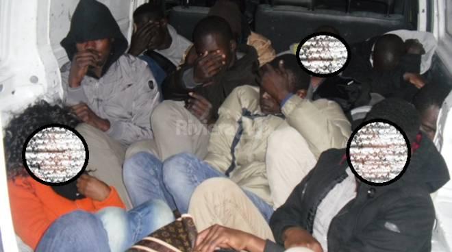 Ventimiglia, furgone frigorifero trasporta 17 clandestini: bloccato dalla polizia