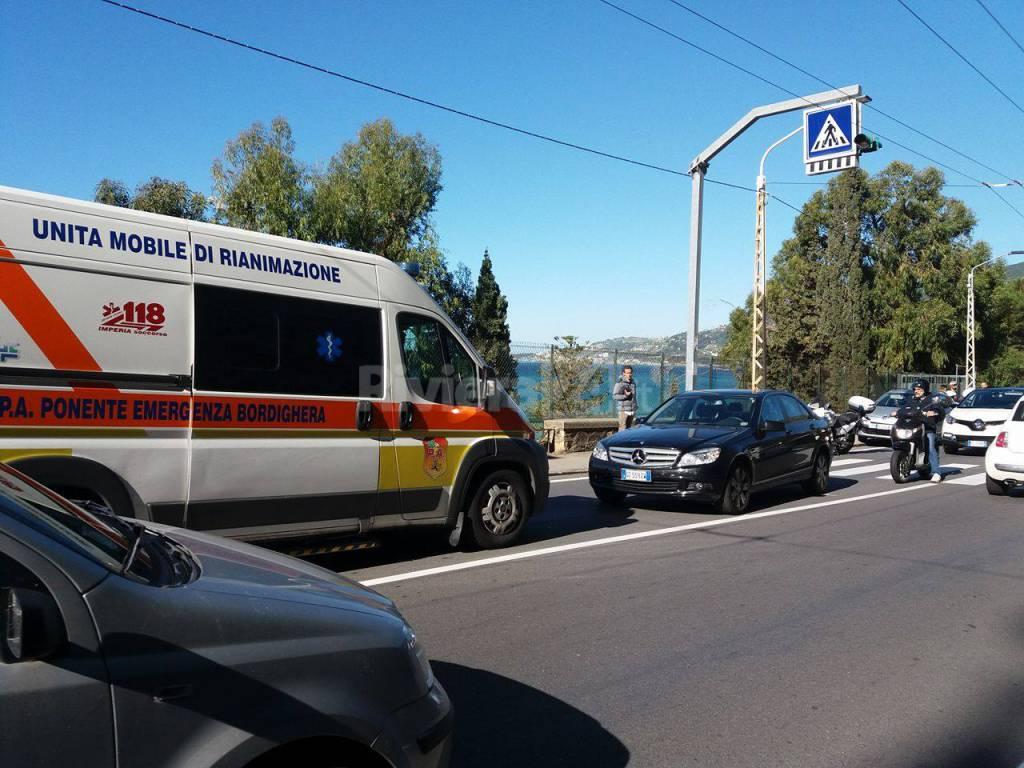 pedone investito capo nero 118 ambulanza
