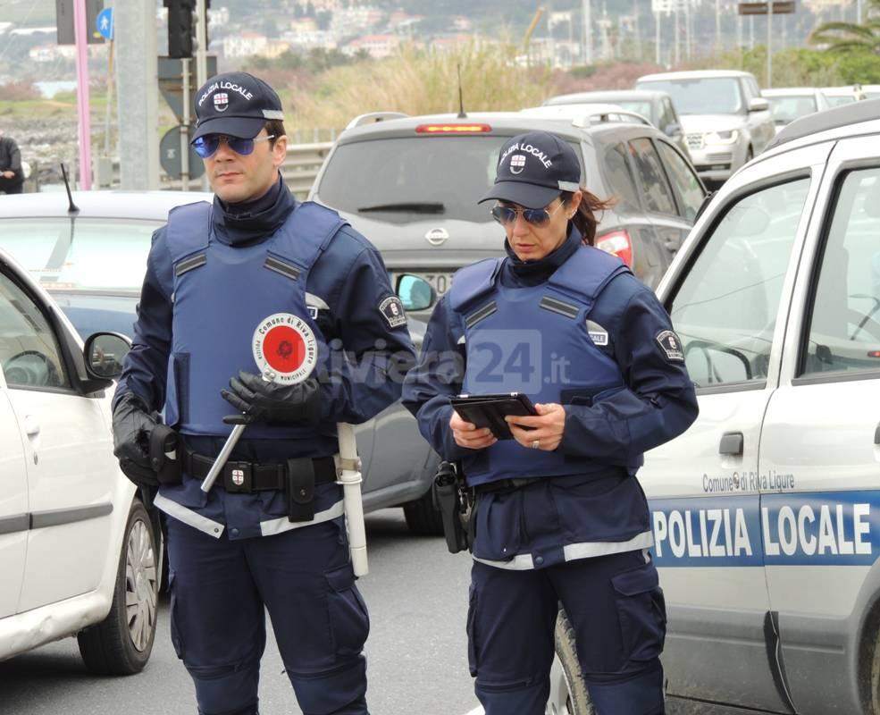 Riviera 24 - Riva Ligure, posto di controllo della Polizia Locale lungo la via Aurelia