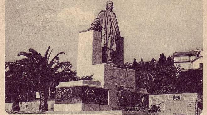 Riviera24 - Sanremo, monumento a Garibaldi, foto d'epoca