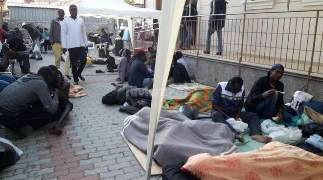 Accampamento dei migranti alla Caritas di Ventimiglia