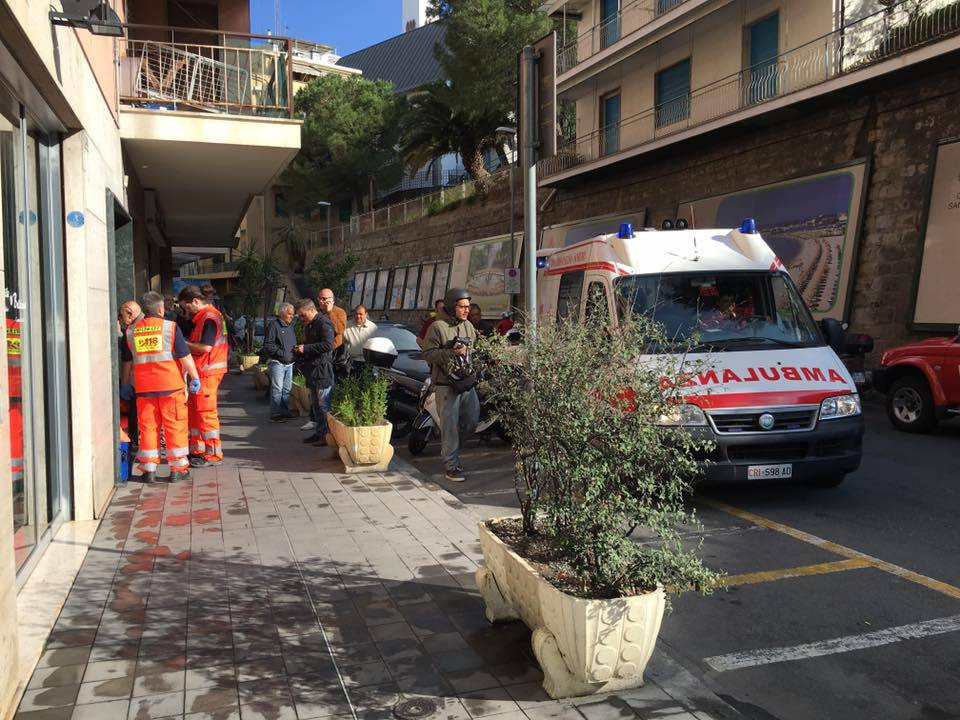 Incendio androne del condominio in via Galilei 322