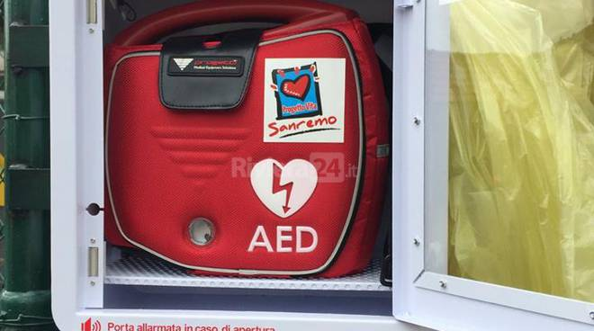 Posizionato il decimo defibrillatore a Sanremo: oggi è stata la volta del Borgo