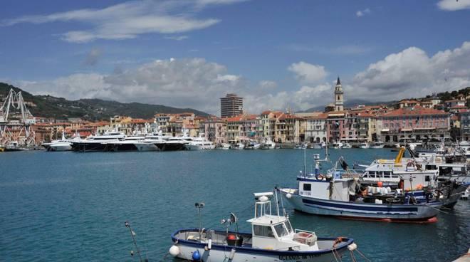 Riviera24 - Imperia, manifestazioni a Calata Cuneo-conferenza maggio 2016