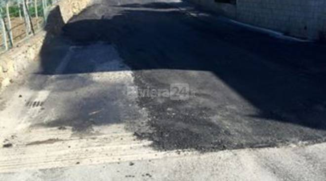 riviera24 - lavori asfaltatura riva ligure e muretto passeggiata a mare