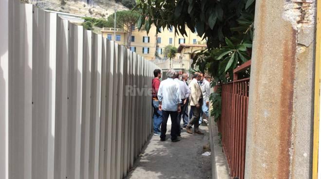 riviera24 - Migranti entrano nella Caritas