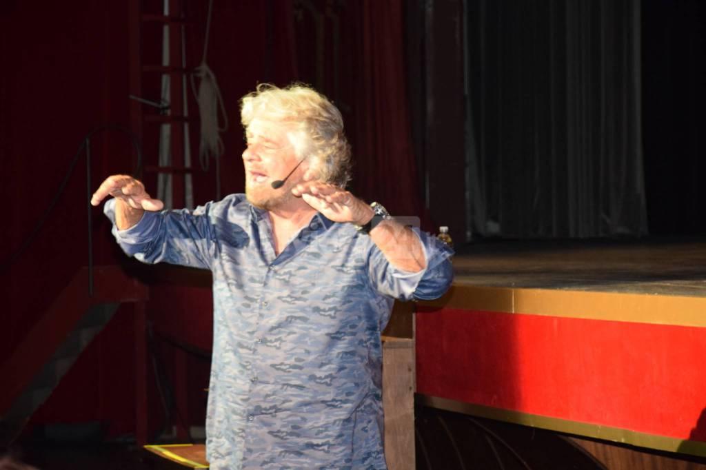 Riviera24 - Sanremo, Beppe Grillo al Teatro Ariston