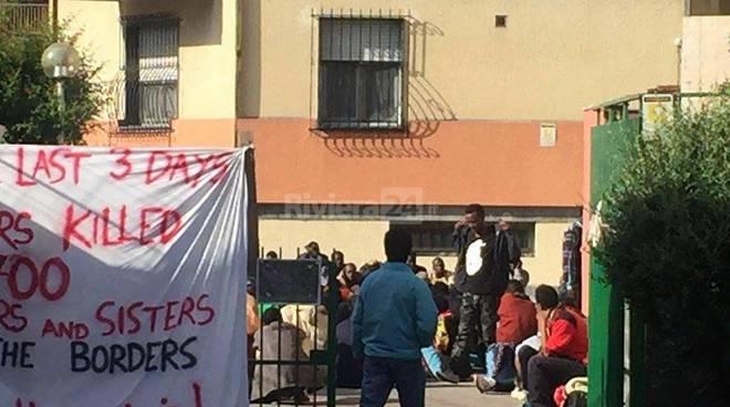 riviera24 - Ventimiglia, a San Nicola migranti pronti a lasciare la Chiesa