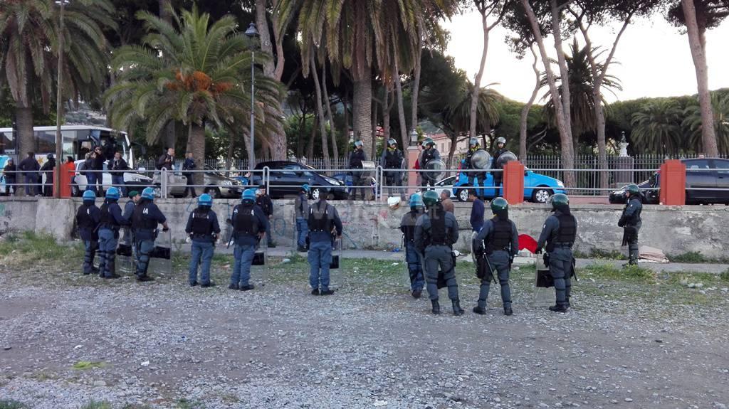 Sgombero migranti lungoroia Ventimiglia