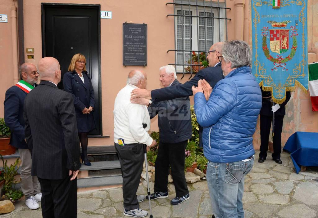 Una targa sulla casa dove nacque il partigiano Felice Cascione: Imperia onora un eroe della Resistenza