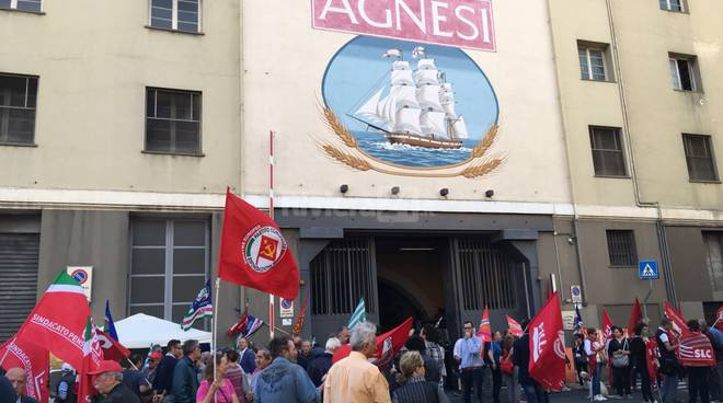 """""""Agnesi è Imperia"""", la marcia dei lavoratori verso il municipio"""
