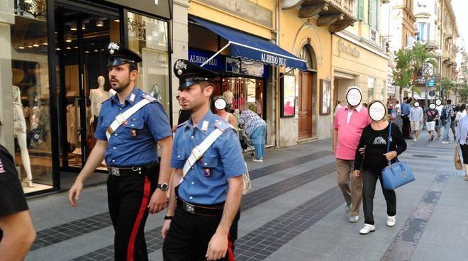 Carabinieri pattugliano Sanremo
