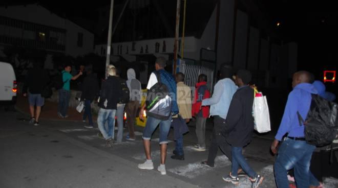 i migranti spostati nella chiesa di Sant'Antonio