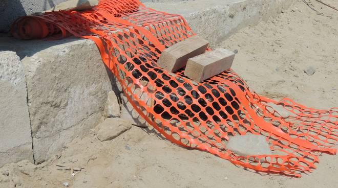 riviera24 - ritrovamento ordigno bellico spiaggia comunale arma di taggia