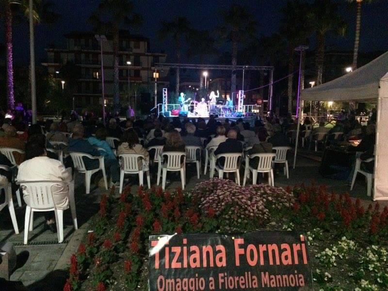 Riviera24 - San Bartolomeo, Tiziana Fornari, omaggio a Fiorella Mannoia