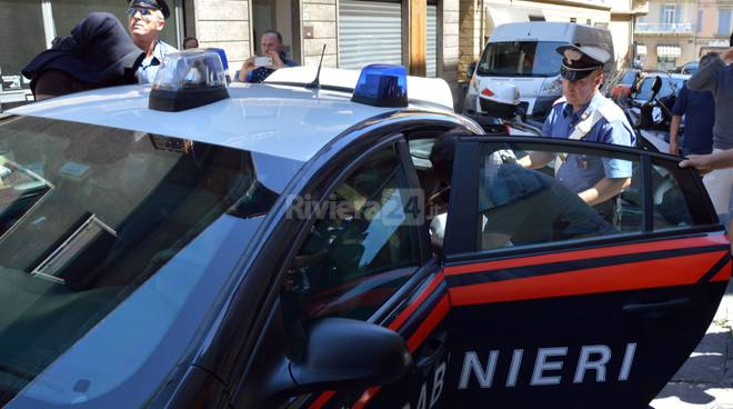 riviera24 - Sanremo, Blitz antidroga dei Carabinieri in un appartamento del centro