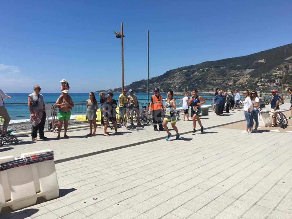 Sulla pista ciclabile in scena l'Acquathlon di Ospedaletti