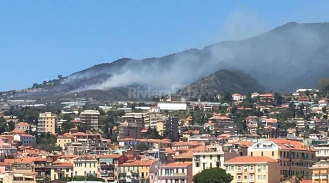 Incendio di sterpaglie a Coldirodi