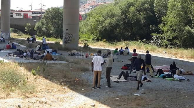 migranti parco roja ventimiglia 6 luglio 2016