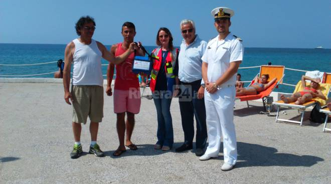 riviera24 -Defibrillatore alla spiaggia libera attrezzata Tre Ponti