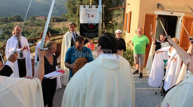 riviera24 - Fra Riccardo Bonsi, Flavio Gorni e sua consorte a Seborga