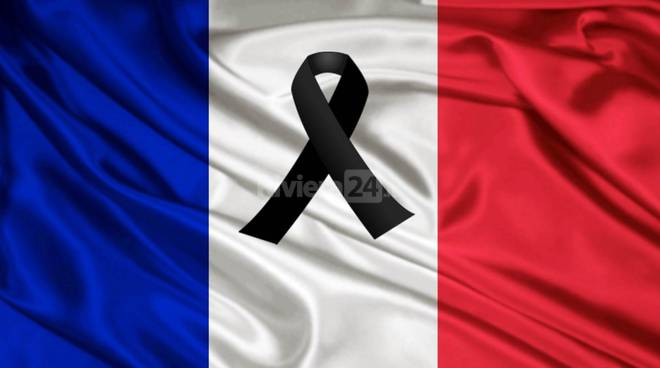 riviera24 - Francia bandiera lutto