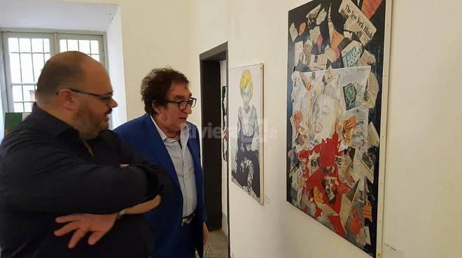 Riviera24 - Le opere di Tony Dallara a Riva Ligure: inaugurata la mostra