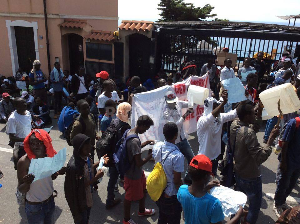 riviera24 - manifestazione migranti ventimiglia