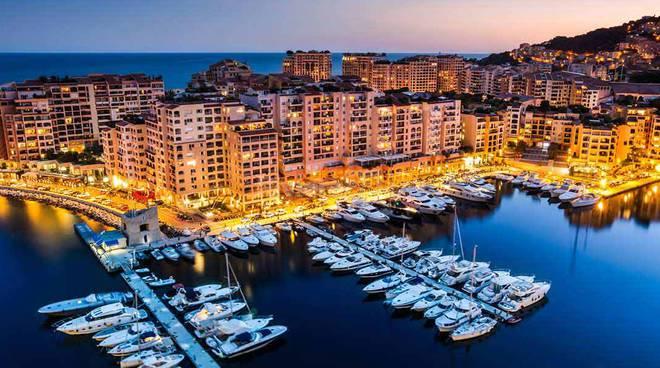 riviera24 - Monte Carlo Calling, si apre la mostra con Amanda Lear