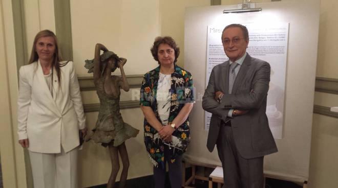 riviera24 - mostra di Mirella Guasti nel Foyer di Porta Teatro