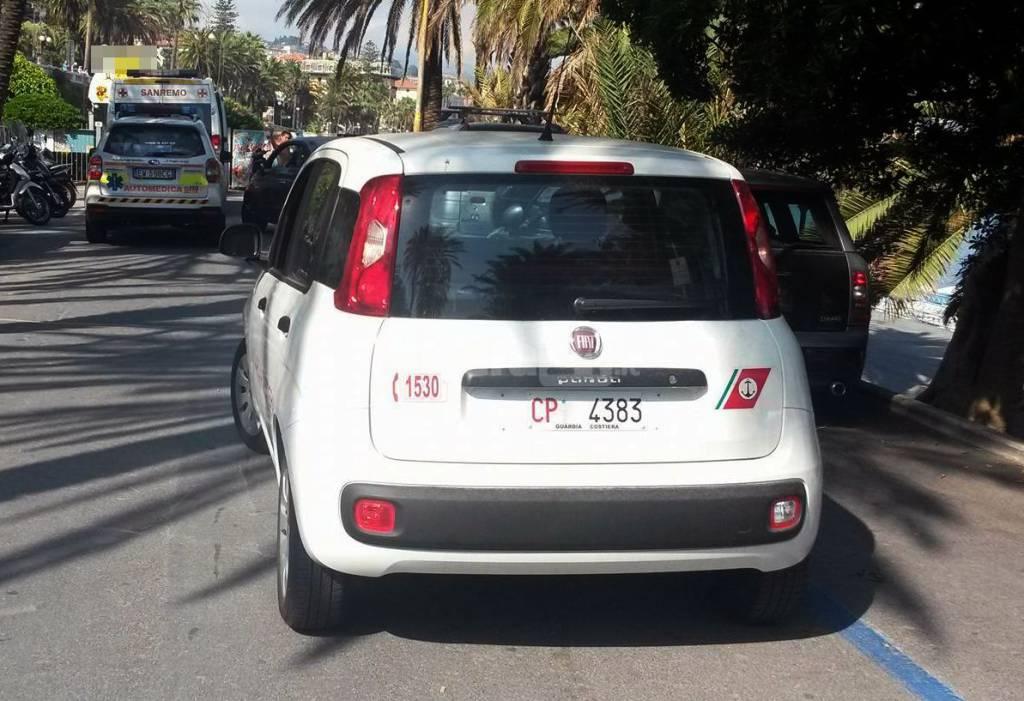 riviera24 - Ottantenne muore stroncato da malore in mare a Sanremo automedica croce rossa