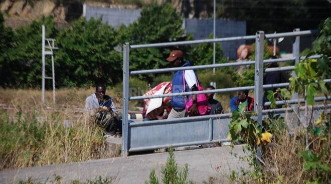 Ventimiglia, migranti nell'area riservata ai carristi