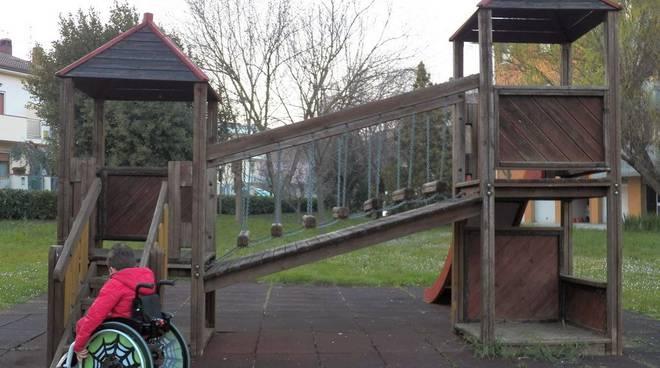 bambini disabili al parco