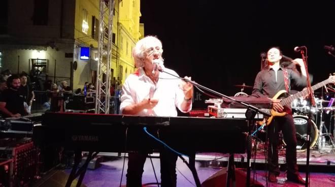 Bussana sold out per Vittorio de Scalzi e Nico di Palo con la storia dei New Trolls in concerto